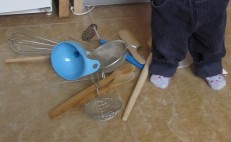 toddler la bucatarie